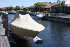 Wellcraft boat with mooring cover
